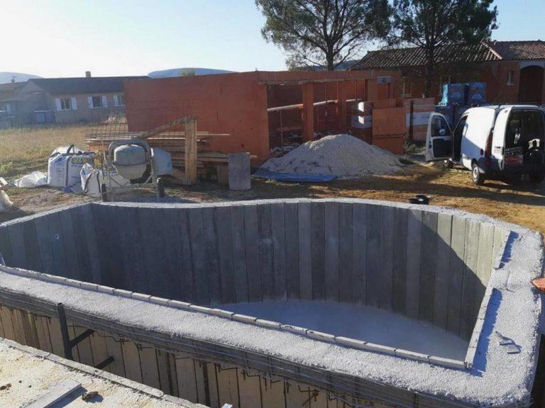 installation piscine beton